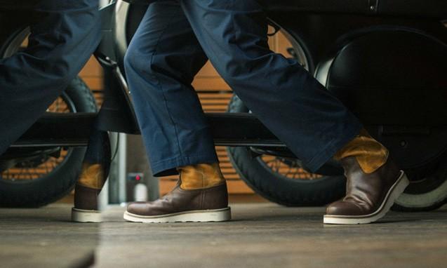 WHIZ 推出双重皮革搭配 PECOS BOOTS