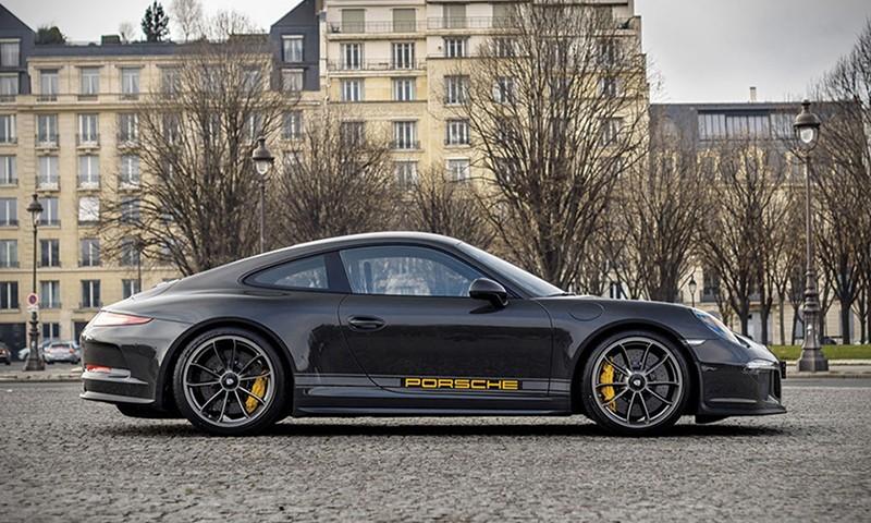 这辆致敬 Steve McQueen 的 Porsche 911 R 即将拍卖