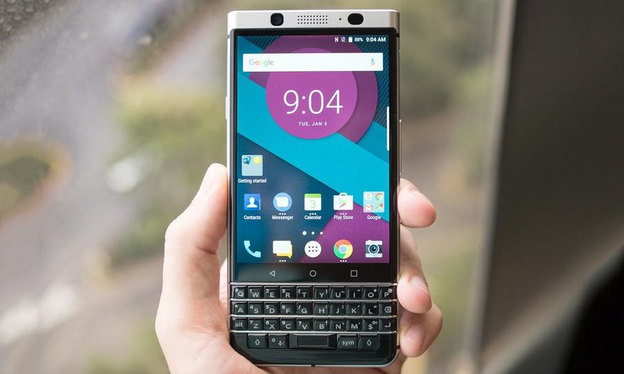 BlackBerry 即将带回 QWERTY 物理键盘手机