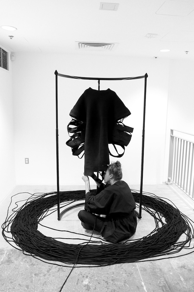 雕刻般的针织线条,KATHERINE MAVRIDIS 2017 春夏系列启动