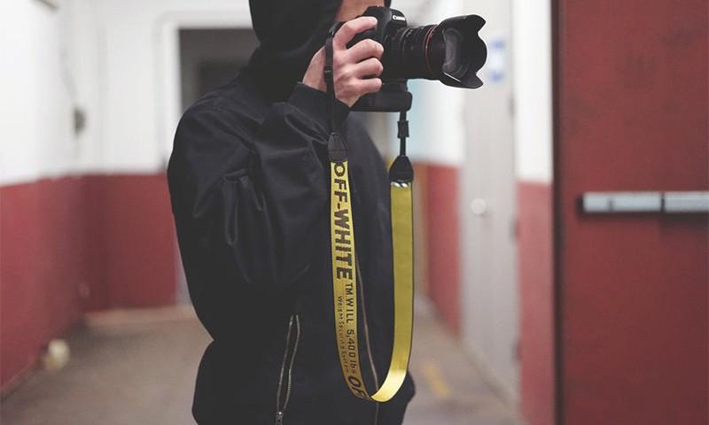 """是时候为自己的相机配上这条 OFF-WHITE 的 """"相机带"""" 了"""