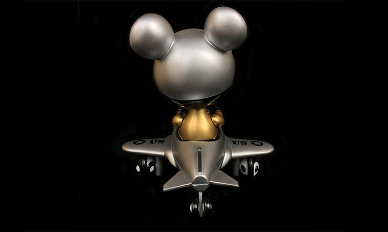 Ron English 携手 BlackBook Toy 打造 Mousemask Murphy in Airplane 新配色