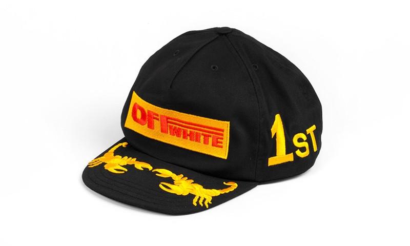 这次 OFF-WHITE 做帽子的灵感来自于赛车