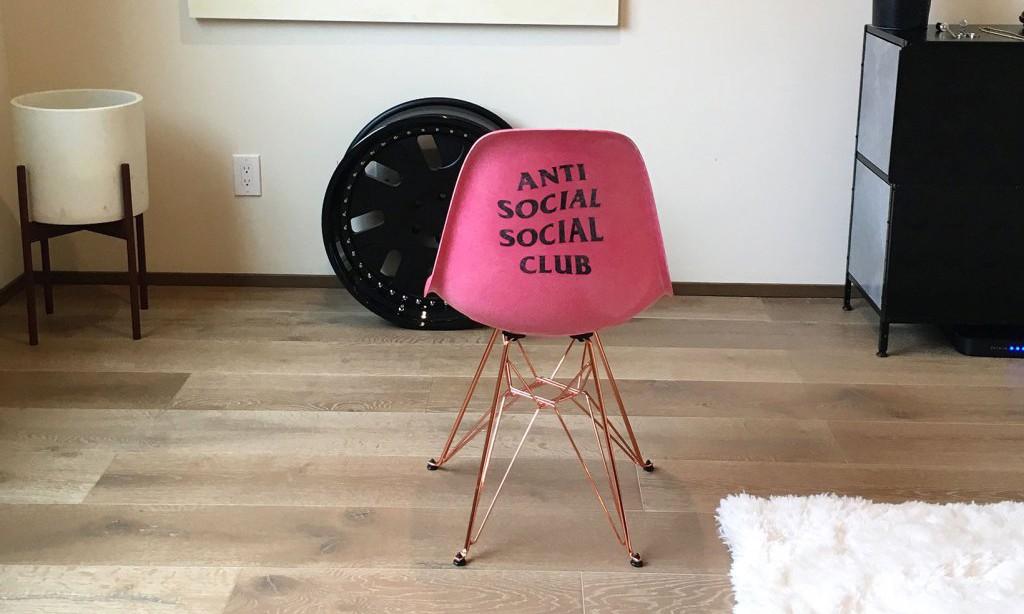 Anti Social Social Club 的下一个合作对象,是家具品牌 Modernica