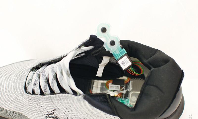 终于有人对 Nike HyperAdapt 1.0 下手拆解了