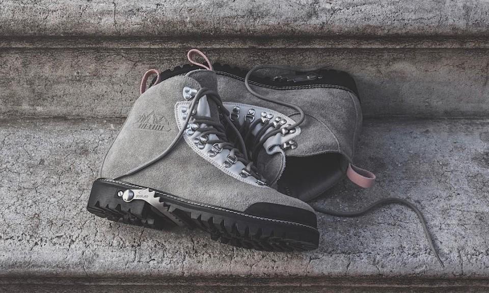 OFF-WHITE x KITH 新联名单品曝光:靴子和帽衫