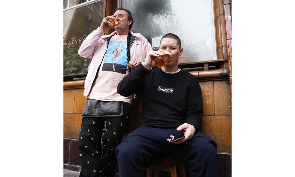 """Supreme 伦敦店长上身 Box Logo 长袖 T 恤,它还会是铁打不动的 """"亲友特供"""" 吗?"""