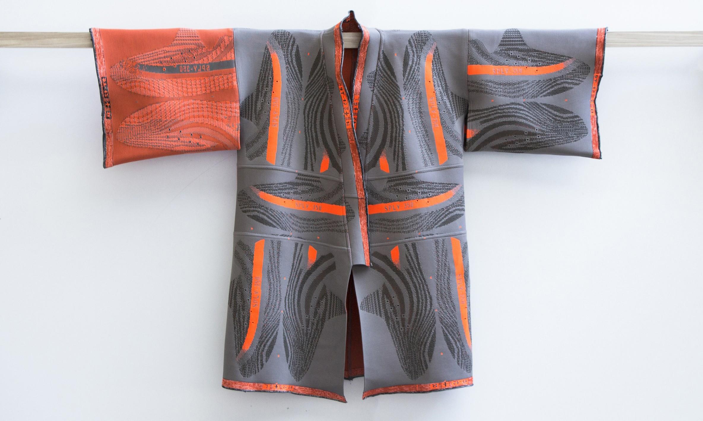 艺术家 Bryce Wong 用 YEEZY BOOST 350 v2 做了一件和服