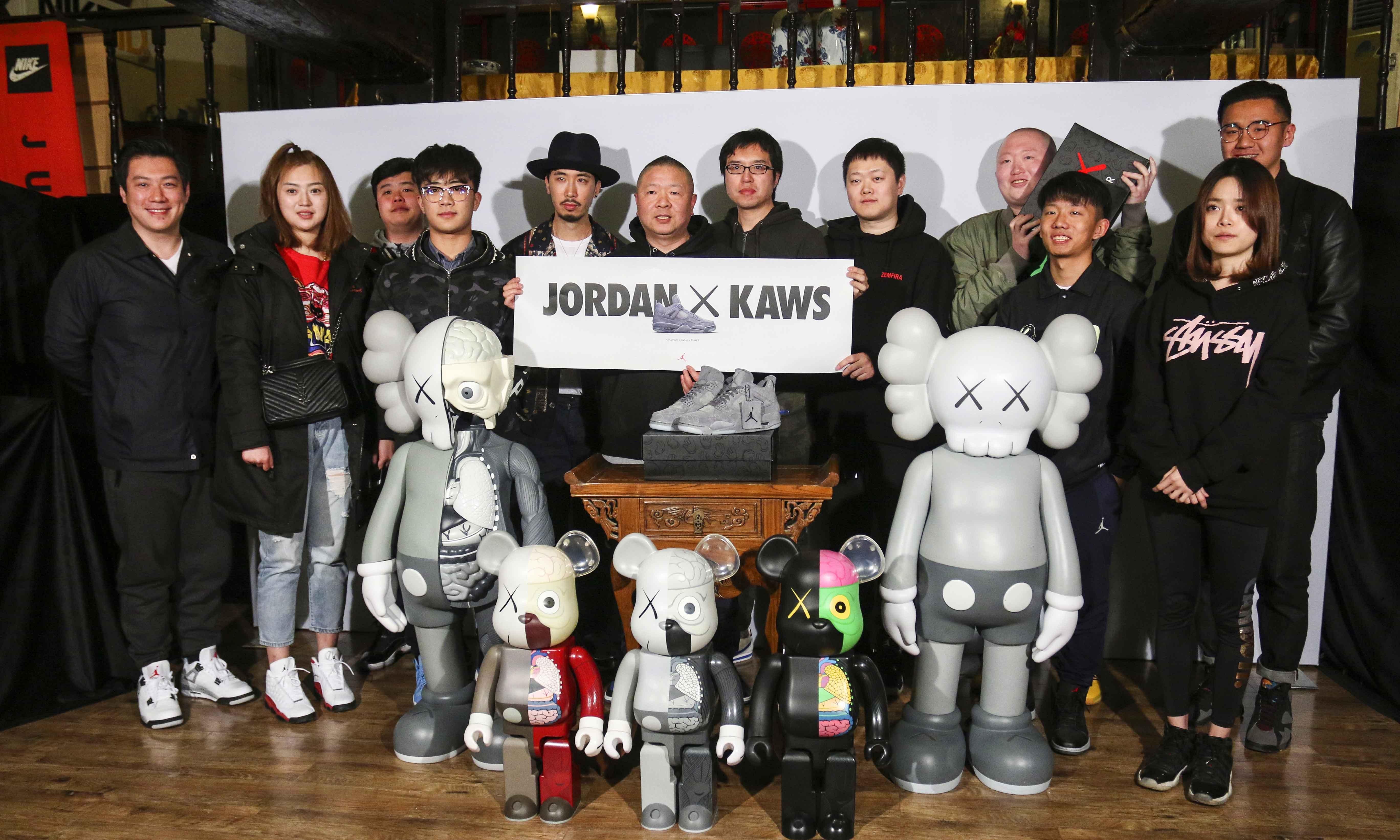 当球鞋遇到艺术,京城老牌鞋店亚新举办 KAWS 小型展暨潮流座谈会