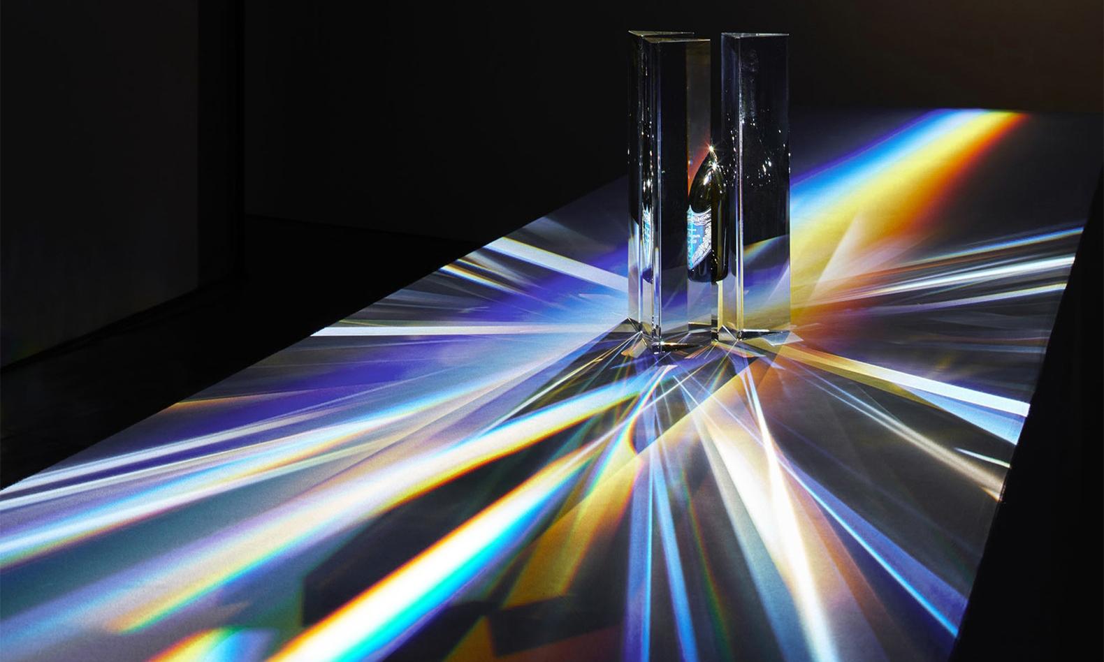 "DomPérignon 展示了吉冈德仁创作的 ""Prism"" 水晶艺术品"