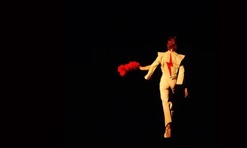 从 Vans X David Bowie 系列回顾一代摇滚明星的传奇时刻