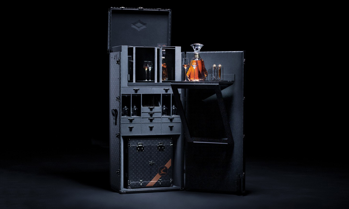 Louis Vuitton 为轩尼诗打造行李箱套装