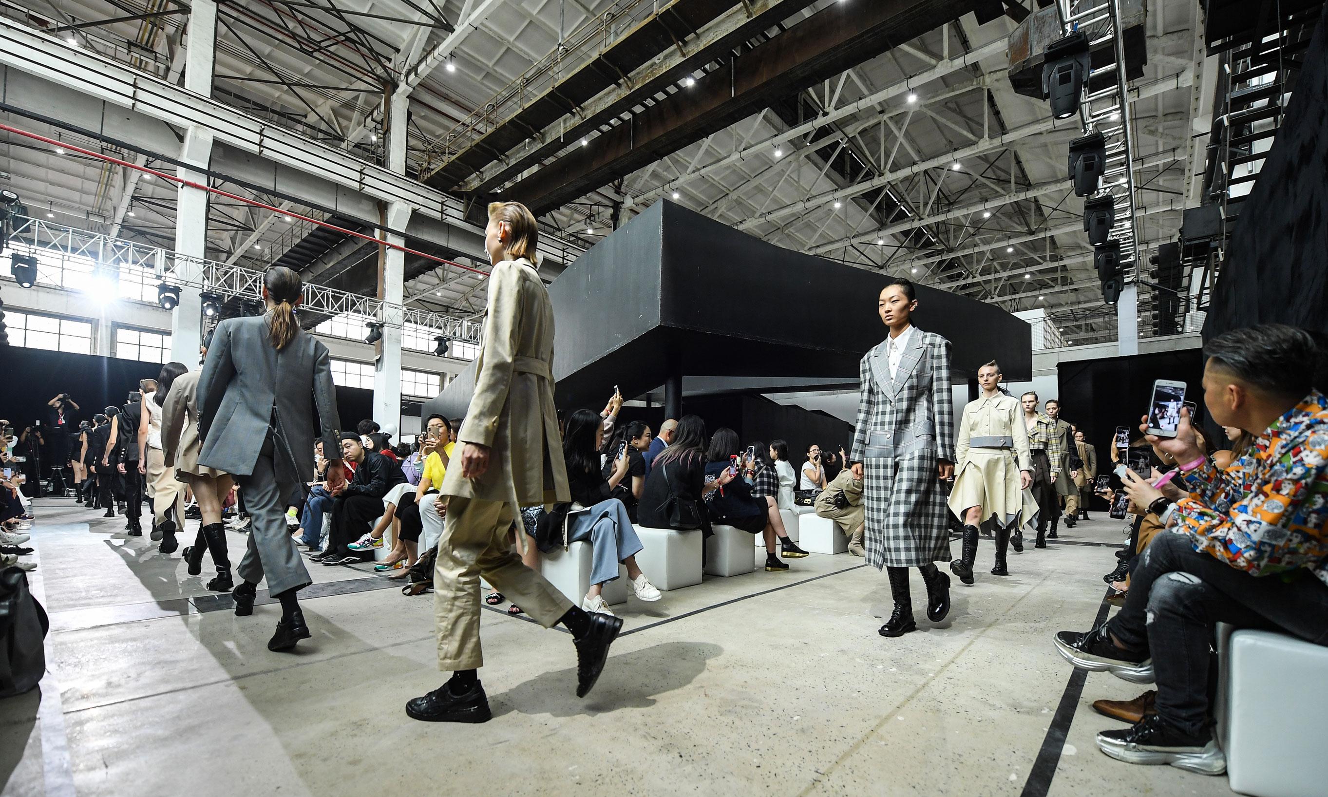 ASICS x HAIZHEN WANG 用现代优雅诠释潮流文化