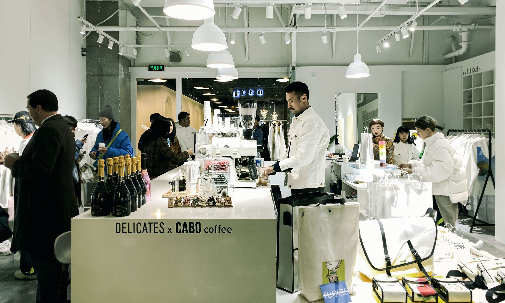 体验「白 Tee 体验馆」的生活概念,DELICATES 三里屯店铺重新开放
