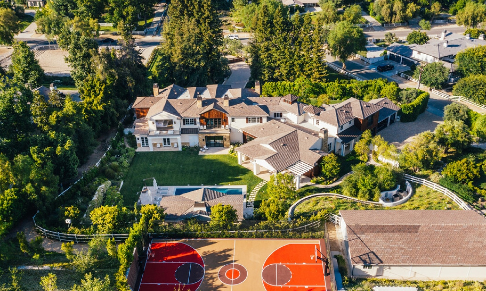 The Weeknd 挂牌出售 2,500 万美元豪宅