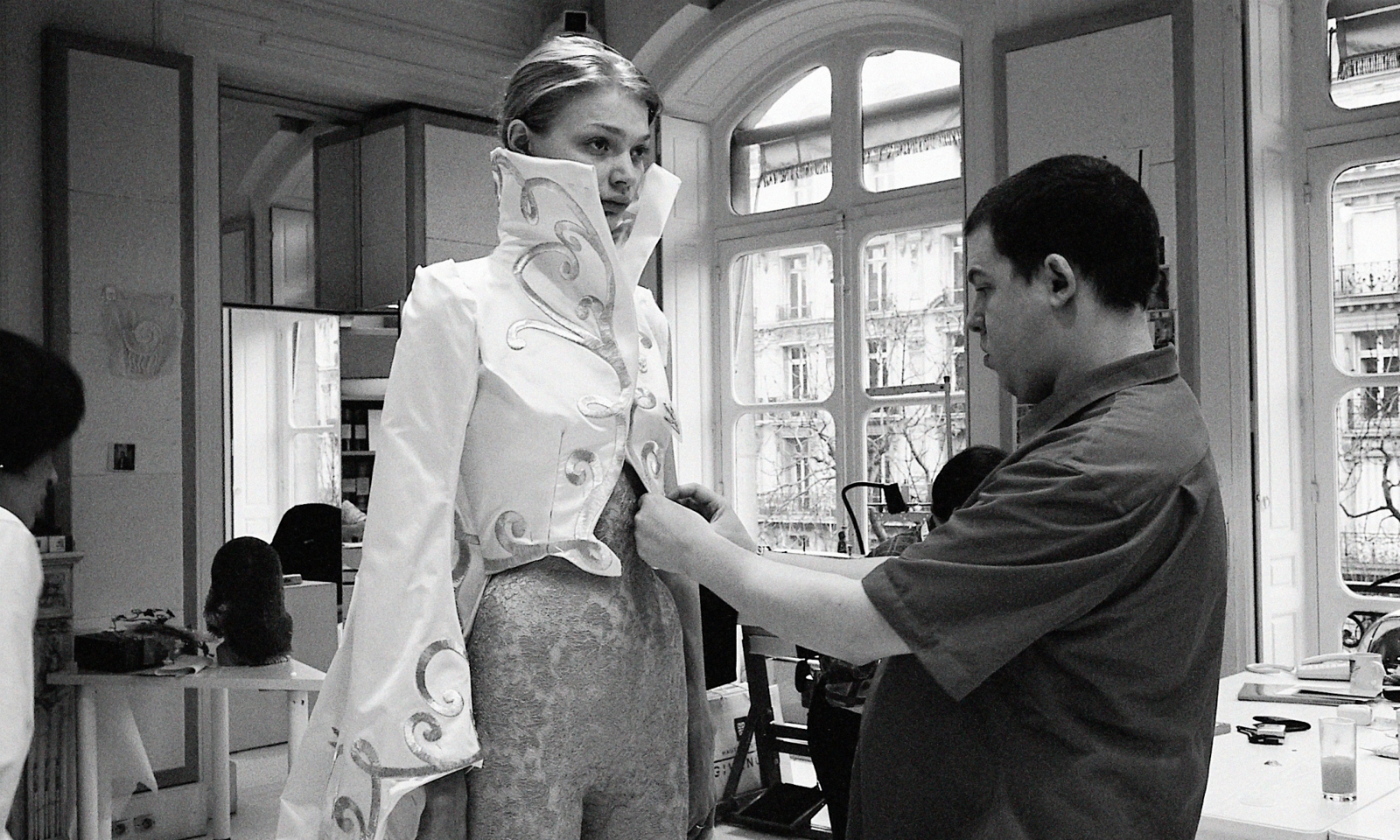 美国收藏家 Jennifer Zuiker 将竞拍珍藏的 McQueen 秀场作品