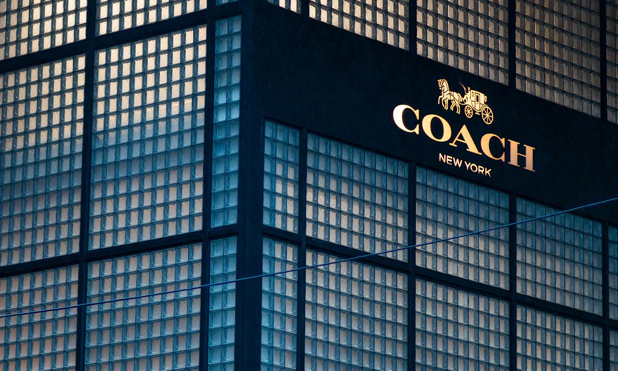 最新季度收入大跌 53%,COACH 或将关闭更多门店降低成本