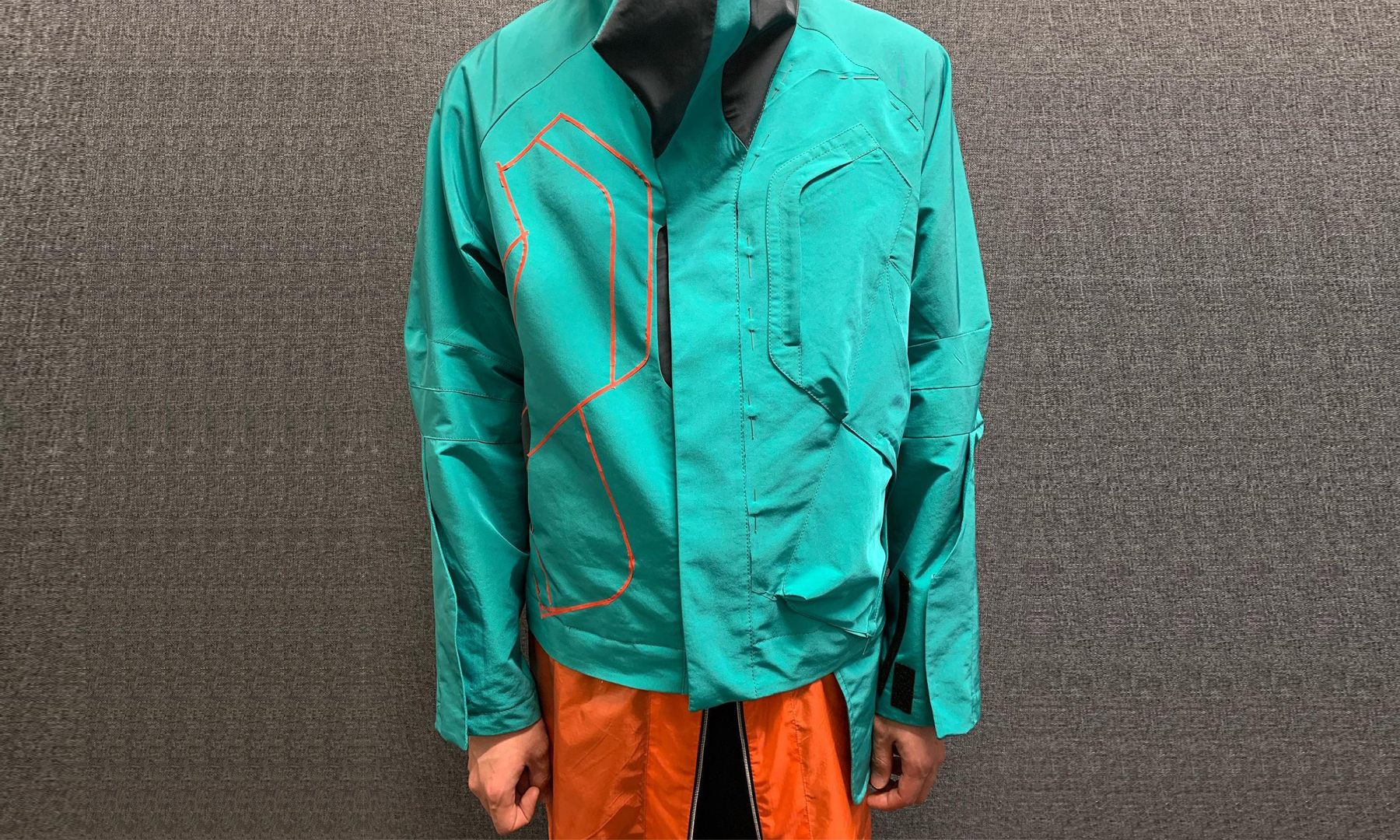 Kiko Kostadinov 曝光与 C.P. Company 联名夹克首件样衣