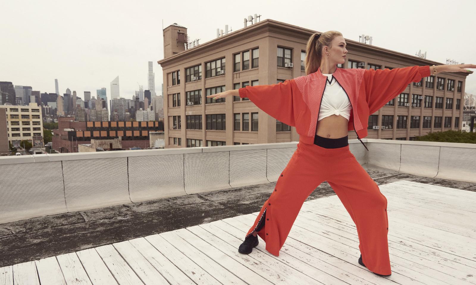 adidas 携手超模 Karlie Kloss 推出首个联名系列