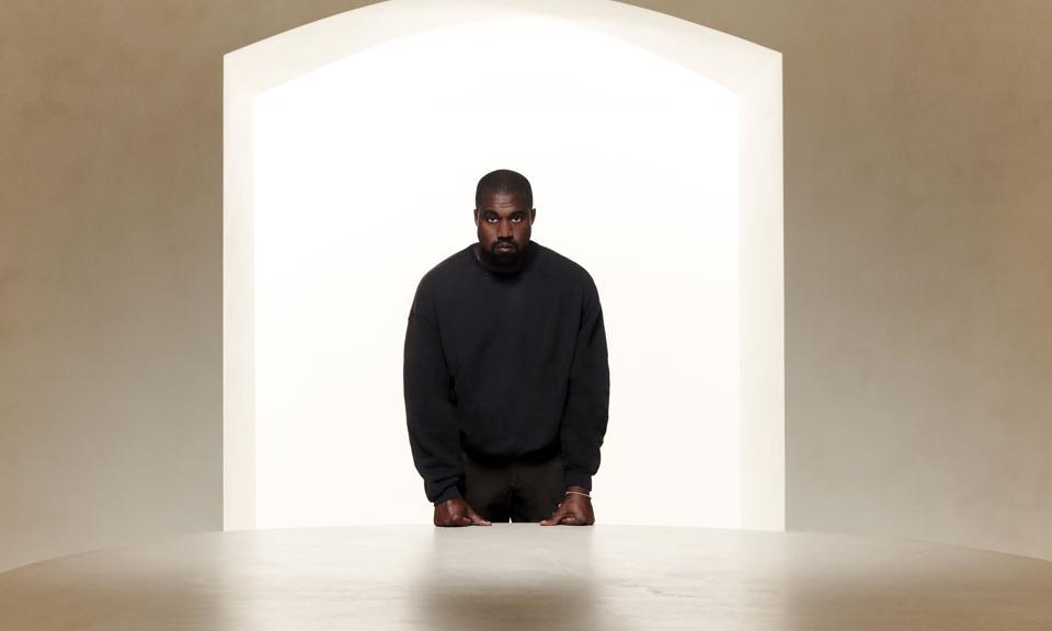 福布斯否定 Kanye West 身价 66 亿美元报道