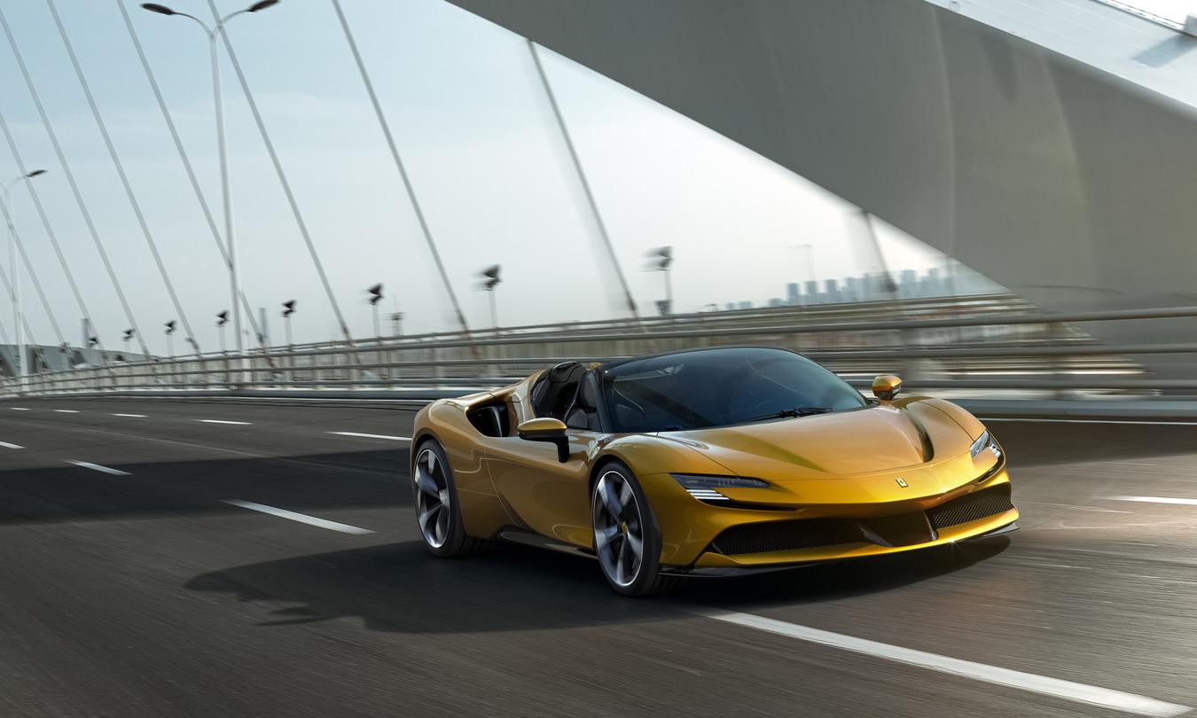 V8 +敞篷,法拉利首款混动超跑 SF90 Spider 中国首发