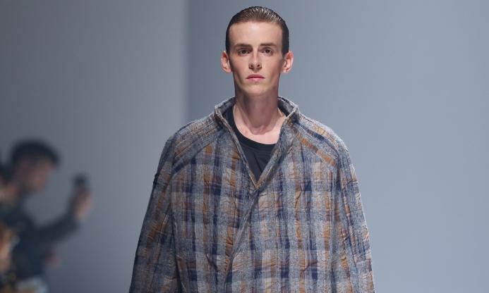 oqLiq 于上海时装周期间发布 2021 秋冬系列