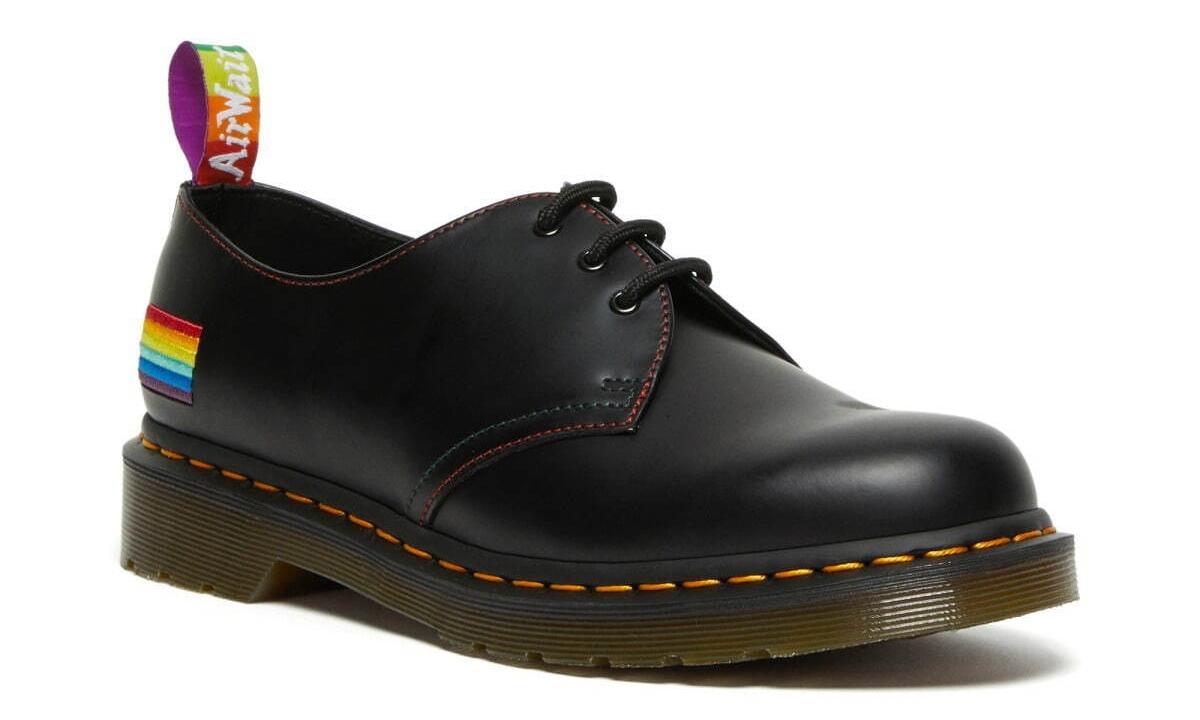 Dr.Martens 推出「彩虹色」特别鞋款