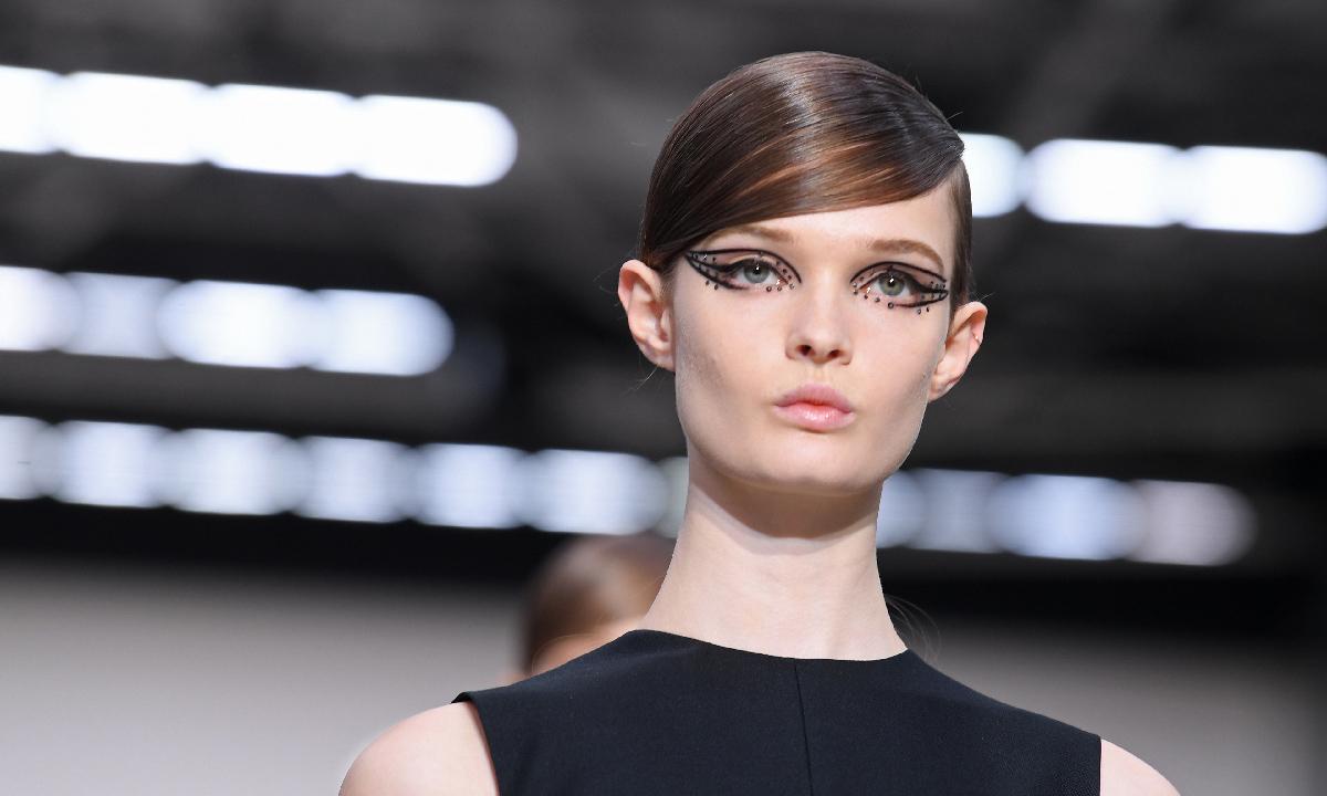 VALENTINO 将推出首个彩妆系列
