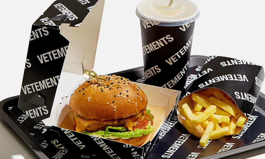 进军美食界?VETEMENTS 推出素食汉堡套餐