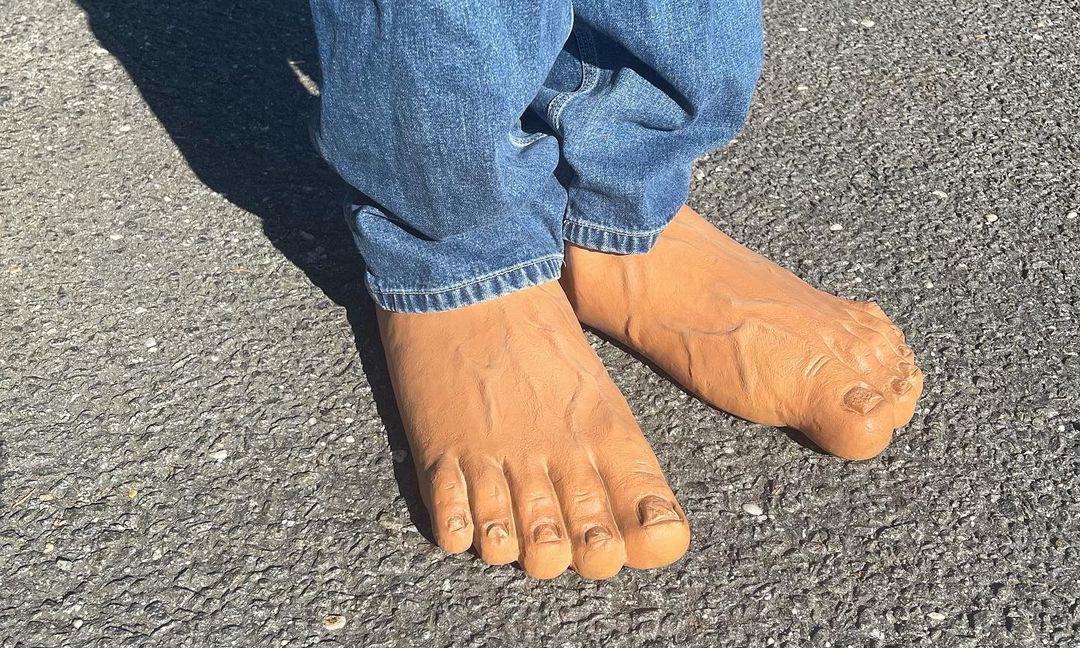 恶搞艺术家 Imran Potato 发布全新「大脚鞋」