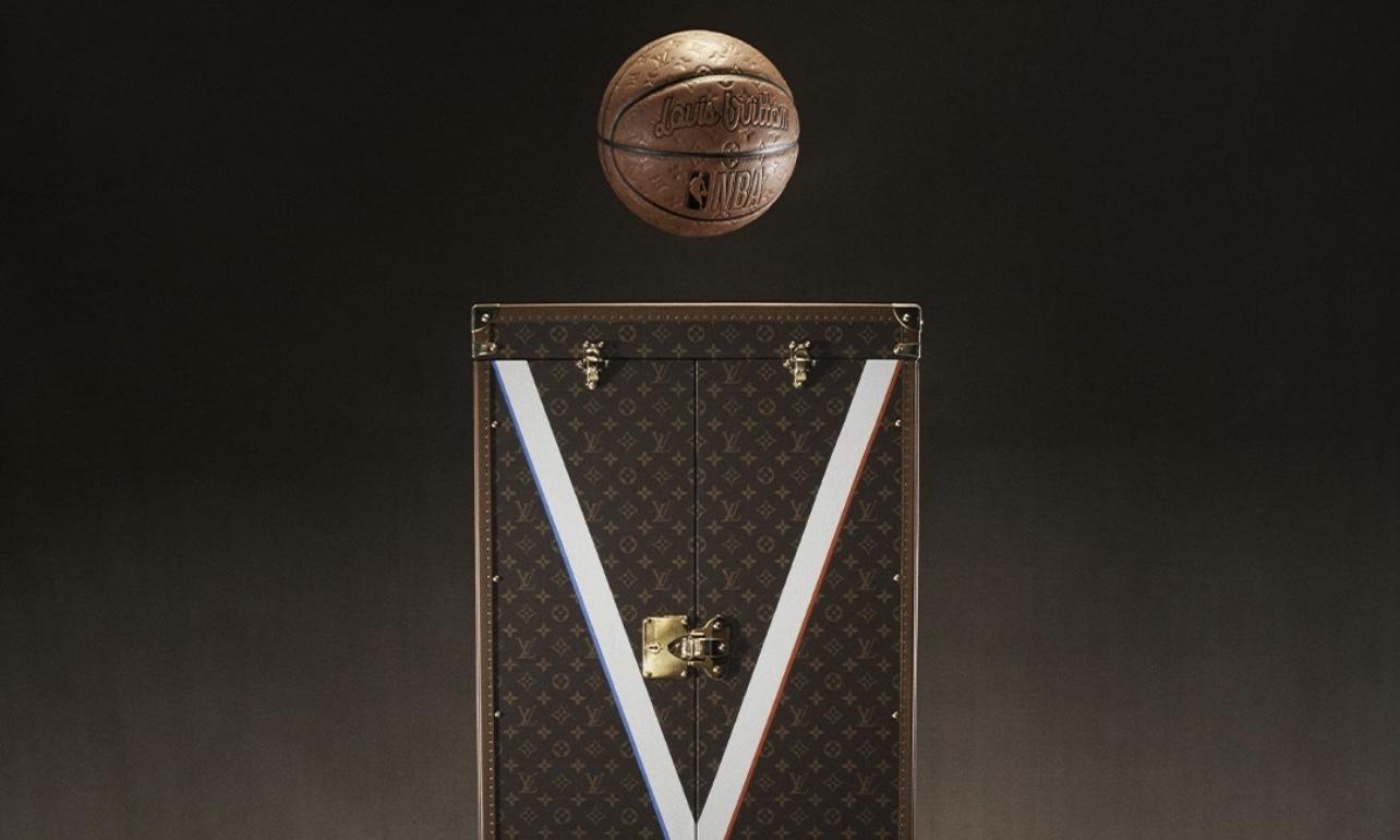 LOUIS VUITTON 为 NBA  打造定制篮球以及奖杯外盒