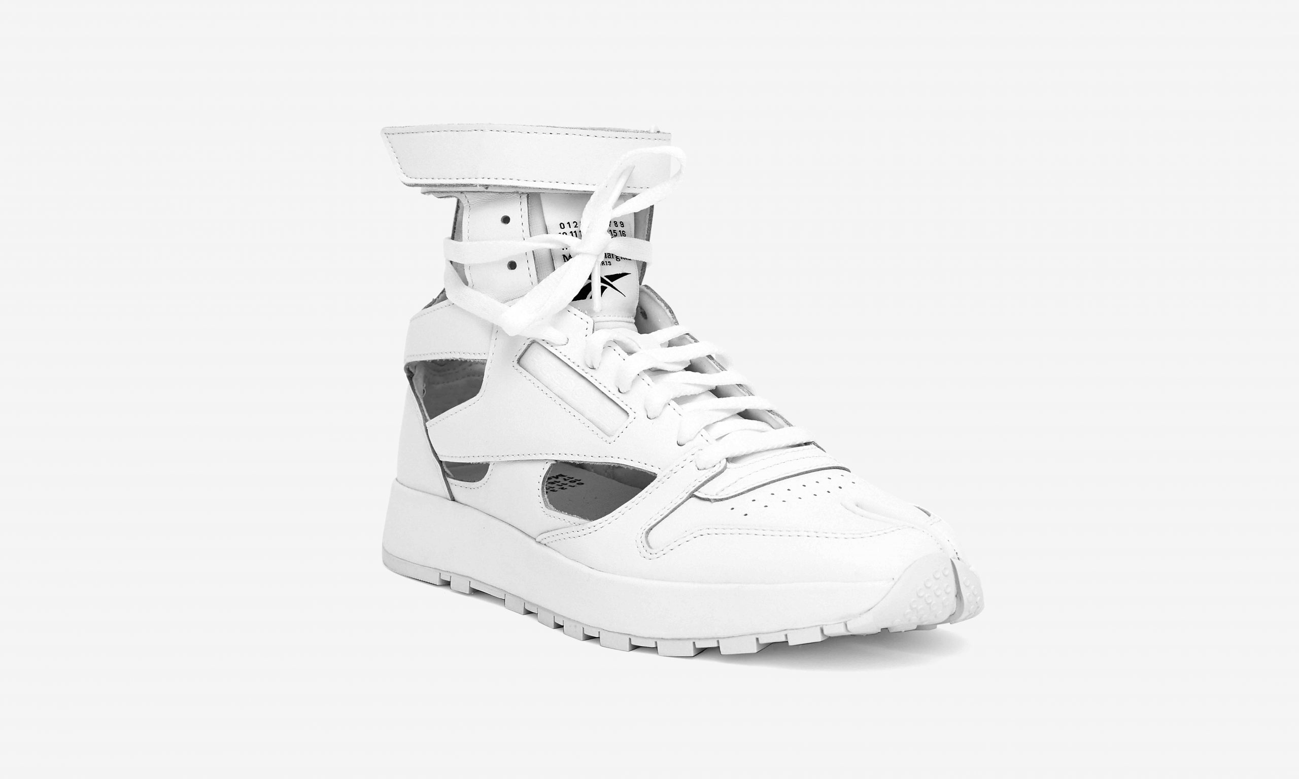 Reebok 与 Maison Margiela 发布 Classic Leather Tabi High 联名运动鞋
