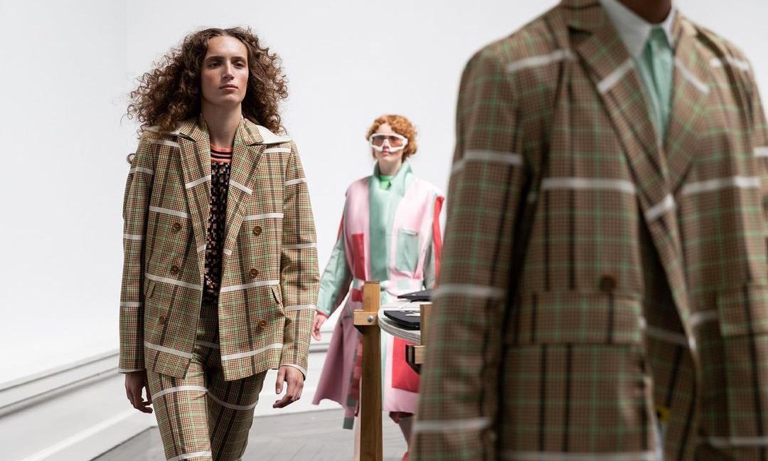 北欧设计师品牌也正预告着 2022 年的时装趋势?