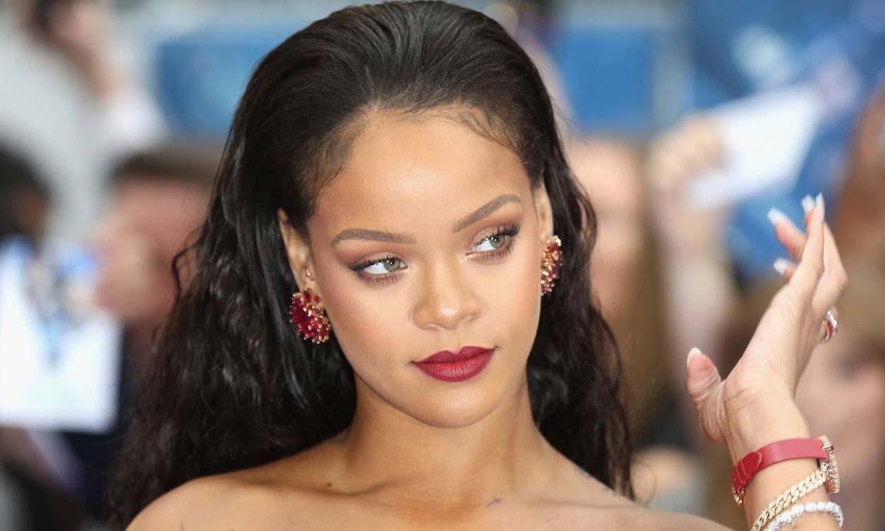 加入十亿俱乐部,Rihanna 成为全球最富有女歌手
