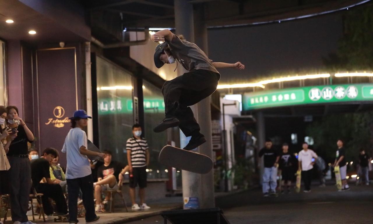 集结球鞋滑板爱好者,杭州潮店 Xsneaker 举办「这就是武林·板斗乔治城」线下活动