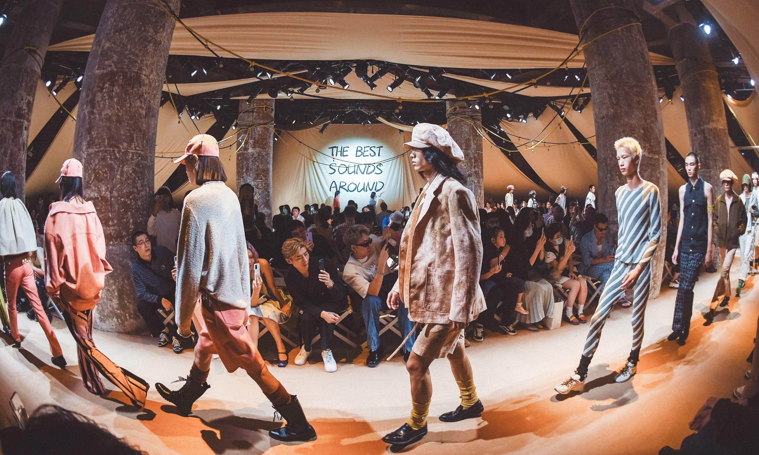 与中国时装品牌 8ON8 聊聊 ASICS 新合作及 2022 春夏大秀