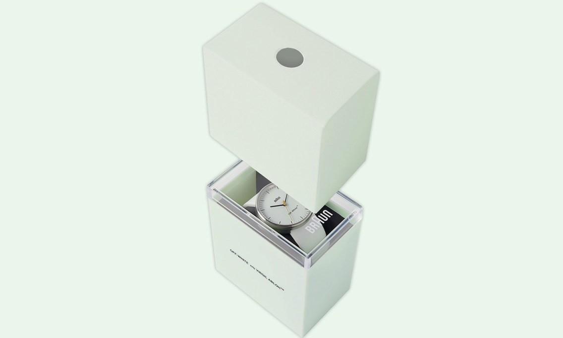 OFF-WHITE 与 Braun 带来的这款腕表,将招牌元素隐藏在了内侧